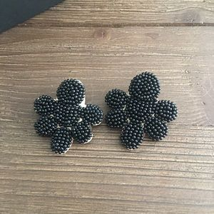 Jewelry - Black seed bead statement earrings